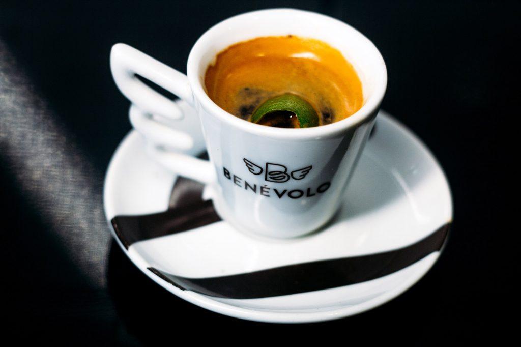 O hábito de tomar chá propagou-se ao ponto de hoje ser a segunda bebida mais consumida do mundo (FOTO: ARQUIVO)